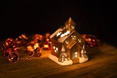 Διακοσμήσεις Χριστουγέννων σε ένα σκοτεινό κλίμα Στοκ φωτογραφία με δικαίωμα ελεύθερης χρήσης