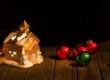 Διακοσμήσεις Χριστουγέννων σε ένα σκοτεινό κλίμα Στοκ Φωτογραφίες