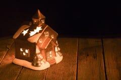 Διακοσμήσεις Χριστουγέννων σε ένα σκοτεινό κλίμα Στοκ φωτογραφίες με δικαίωμα ελεύθερης χρήσης