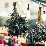 Διακοσμήσεις Χριστουγέννων στην αγορά Εγκαταστάσεις β γκι Χριστουγέννων Στοκ Φωτογραφία