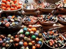 Διακοσμήσεις Χριστουγέννων στην αγορά Στοκ φωτογραφίες με δικαίωμα ελεύθερης χρήσης