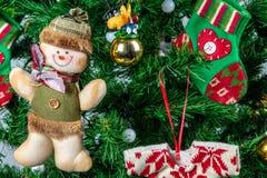 Διακοσμήσεις Χριστουγέννων στο δέντρο Στοκ Εικόνα