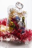 Διακοσμήσεις Χριστουγέννων στο βάζο γυαλιού Στοκ εικόνες με δικαίωμα ελεύθερης χρήσης