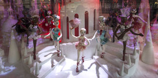 Διακοσμήσεις Χριστουγέννων στο κατάστημα LE Printemps, Παρίσι, Γαλλία Στοκ Εικόνα