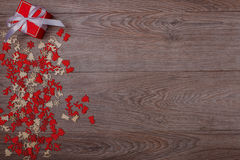 Διακοσμήσεις Χριστουγέννων στο ξύλινο υπόβαθρο με το διάστημα αντιγράφων για το κείμενο Στοκ εικόνες με δικαίωμα ελεύθερης χρήσης