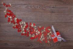 Διακοσμήσεις Χριστουγέννων στο ξύλινο υπόβαθρο με το διάστημα αντιγράφων για το κείμενο Στοκ Εικόνα