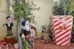 Διακοσμήσεις Χριστουγέννων στο πανδοχείο όχθεων ποταμού Στοκ εικόνες με δικαίωμα ελεύθερης χρήσης