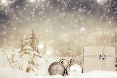 Διακοσμήσεις Χριστουγέννων στο χειμερινό κλίμα Στοκ Εικόνες