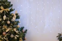 Διακοσμήσεις Χριστουγέννων στο δωμάτιο Στοκ Φωτογραφίες