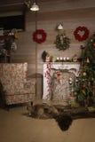 Διακοσμήσεις Χριστουγέννων στο δωμάτιο Στοκ Εικόνες