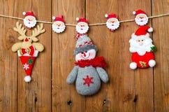 Διακοσμήσεις Χριστουγέννων: τάρανδος, Άγιος Βασίλης και χιονάνθρωπος Στοκ Εικόνες