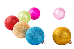 Διακοσμήσεις Χριστουγέννων υπό μορφή σφαιρών των διαφορετικών χρωμάτων Στοκ Φωτογραφία