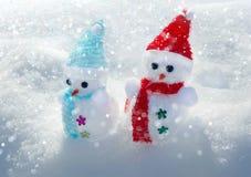 Διακοσμήσεις Χριστουγέννων - χιονάνθρωπος στο φυσικό χιόνι στοκ εικόνα