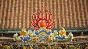 Διακοσμήστε στη στέγη ενός αρχαίου ναού στοκ φωτογραφία με δικαίωμα ελεύθερης χρήσης