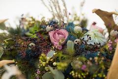 Διακοσμήστε τα λουλούδια γαμήλιου χειμώνα στοκ εικόνες