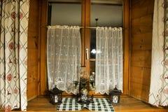 Διακοσμήστε το εσωτερικό και το παράθυρο της τραπεζαρίας στο εστιατόριο στοκ φωτογραφία με δικαίωμα ελεύθερης χρήσης