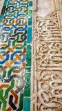 Διακοσμημένα κεραμίδια με τις γεωμετρικές μορφές στα χρώματα, Alhambra Στοκ Εικόνα