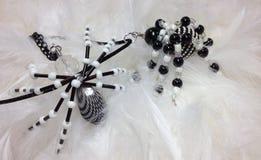 Διακοσμημένα με χάντρες κρεμαστά κοσμήματα αραχνών Στοκ Φωτογραφίες