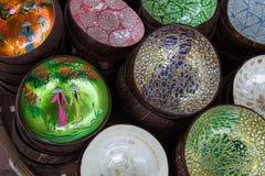 Διακοσμημένα ξύλινα πιάτα στην αγορά στο Βιετνάμ Στοκ Εικόνα
