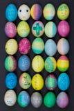 Διακοσμημένα οικογένεια αυγά Πάσχας Στοκ εικόνες με δικαίωμα ελεύθερης χρήσης
