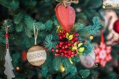 Διακοσμημένη κινηματογράφηση σε πρώτο πλάνο χριστουγεννιάτικων δέντρων Στοκ Φωτογραφία