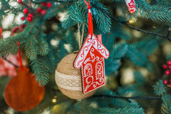 Διακοσμημένη κινηματογράφηση σε πρώτο πλάνο χριστουγεννιάτικων δέντρων Στοκ Εικόνες