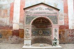Διακοσμημένη πηγή σε μια βίλα της archeological περιοχής ompei Π Στοκ Εικόνες