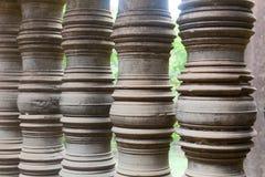 Διακοσμημένη σειρά στυλοβατών πετρών στην Καμπότζη wat στο angkor wat Στοκ Εικόνα