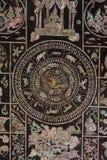 Διακοσμημένος με τα θαλασσινά κοχύλια στον τοίχο, ναός της Ταϊλάνδης Στοκ Φωτογραφίες