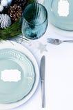 Διακοσμημένος πίνακας γευμάτων Χριστουγέννων που θέτει το μπλε θέμα Στοκ εικόνες με δικαίωμα ελεύθερης χρήσης