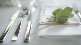 Διακοσμημένος πίνακας για την πολυτέλεια, κομψό γεύμα απόθεμα βίντεο