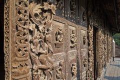 Διακοσμημένος τοίχος στο μοναστήρι Shwenandaw στο Mandalay Στοκ Εικόνες