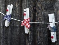 Διακοσμημένος clothespins Στοκ εικόνες με δικαίωμα ελεύθερης χρήσης