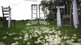 Διακοσμημένο αγροτικό ύφος γαμήλιων αψίδων απόθεμα βίντεο