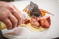 Διακοσμημένο αρχιμάγειρας πιάτο γευμάτων Στοκ Φωτογραφία