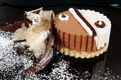 Διακοσμημένο κέικ σοκολάτας Στοκ εικόνα με δικαίωμα ελεύθερης χρήσης