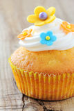 Διακοσμημένο Πάσχα cupcakes Στοκ Εικόνα