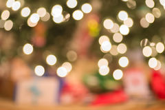 Διακοσμημένο Defocused χριστουγεννιάτικο δέντρο Στοκ εικόνες με δικαίωμα ελεύθερης χρήσης