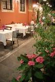 Διακοσμημένο patio με τα λουλούδια στοκ φωτογραφία με δικαίωμα ελεύθερης χρήσης