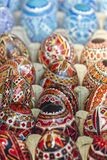 διακοσμητικά αυγά Πάσχας που χρωματίζονται Στοκ Φωτογραφίες