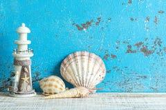 Διακοσμητικά θαλάσσια στοιχεία στο ξύλινο υπόβαθρο Στοκ Εικόνα