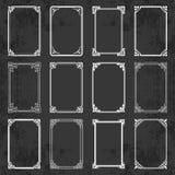 Διακοσμητικά καλλιγραφικά πλαίσια στο αναδρομικό ύφος στο υπόβαθρο πινάκων κιμωλίας - διανυσματική συλλογή στοκ εικόνες