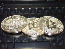 Διακοσμητικά νομίσματα crypto του νομίσματος Στοκ εικόνα με δικαίωμα ελεύθερης χρήσης