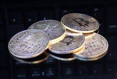 Διακοσμητικά νομίσματα crypto του νομίσματος Στοκ φωτογραφία με δικαίωμα ελεύθερης χρήσης