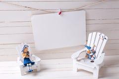 Διακοσμητικά ξύλινα παιχνίδια στις παράκτιες διακοπές διαβίωσης ή καλοκαιριού Στοκ Φωτογραφίες