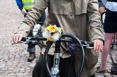 Διακοσμητικά λουλούδια στο ποδήλατο Στοκ φωτογραφίες με δικαίωμα ελεύθερης χρήσης