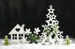Διακοσμητικά παιχνίδια Χριστουγέννων φιαγμένα από ξύλο, snowflake, ερυθρελάτες, σπίτι Στοκ Εικόνα
