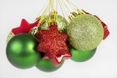 Διακοσμητικά σφαίρες και αστέρια Χριστουγέννων Στοκ Φωτογραφία