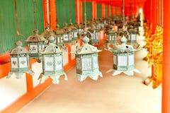 Διακοσμητικά φανάρια χαλκού σε Kasuga Taisha του Νάρα Στοκ Φωτογραφίες