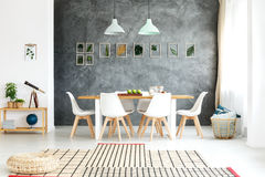 Διακοσμητικά φύλλα στον τοίχο Στοκ Φωτογραφία